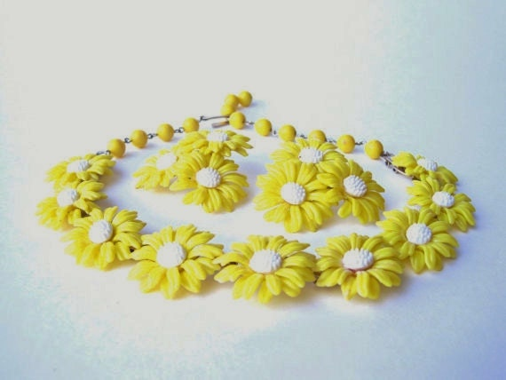 1960's Mod Yellow Daisy Necklace and Earring Set