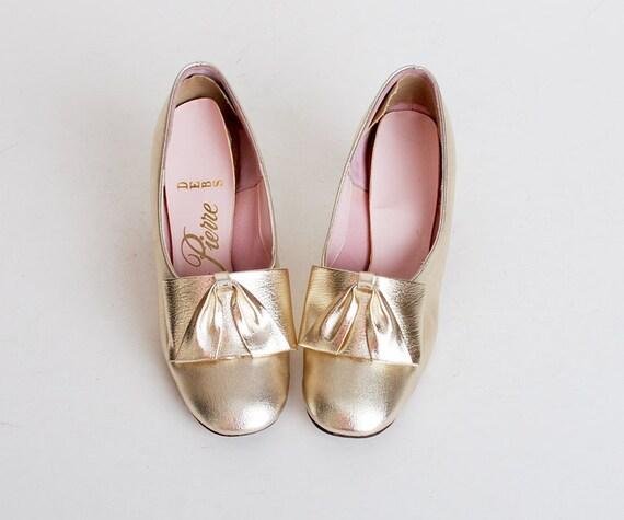 Size 5 Vintage 60s MOD Metallic Gold Pilgram Bow Loafers 35