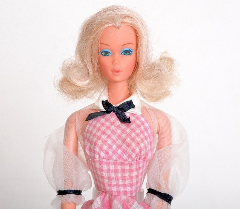 Vintage 70s Deluxe Quick Curl Barbie Doll