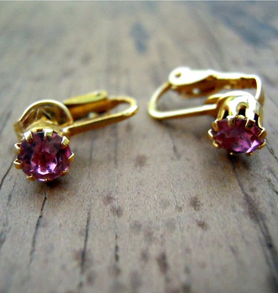 Vintage Comfortable Clip Earrings in Gold with a Brilliant Faceted Pink Stone