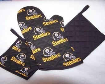 NFL Pittsburgh Steelers  Oven Mitt Pot Holder Tail Gate Set