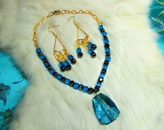 Pendant Necklace  Blue Glass 07-30