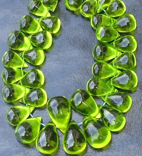 PARROT GREEN Quartz, Truly Rare,Gorgeous, Smooth Drops Shape Briolettes 15 Pcs 9-12mm Long,Great Item