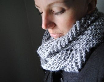 CAPTURE Infinity Loop Cowl Knitting Pattern PDF