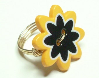 Yellow White  Black Flower Merlins Gold Wire Wrapped Ring