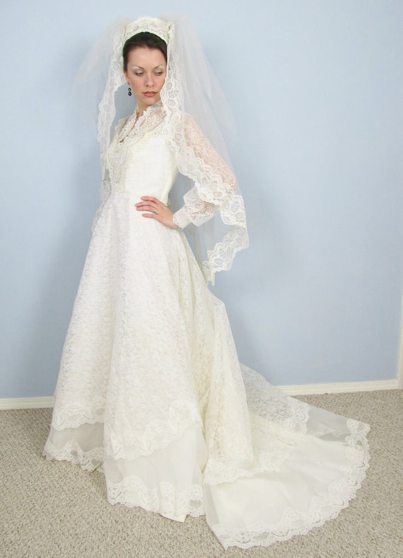 Vintage 1970 39 s wedding dress white satin lace for 1970s vintage wedding dresses