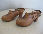 Vintage 1970s Pina Colada Leather Clogs Heels 6