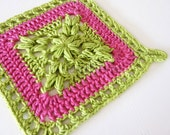 Crochet pattern for square pot holder with decorative border