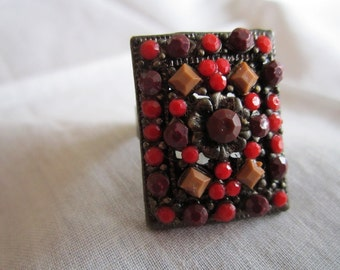 Vintage Pewter Rectangular Brown, Red and Tan Beaded Ring