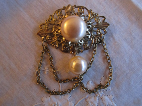 Vintage Silver Tone Art Deco Style Brooch with Faux Pearls and Hanging Chains