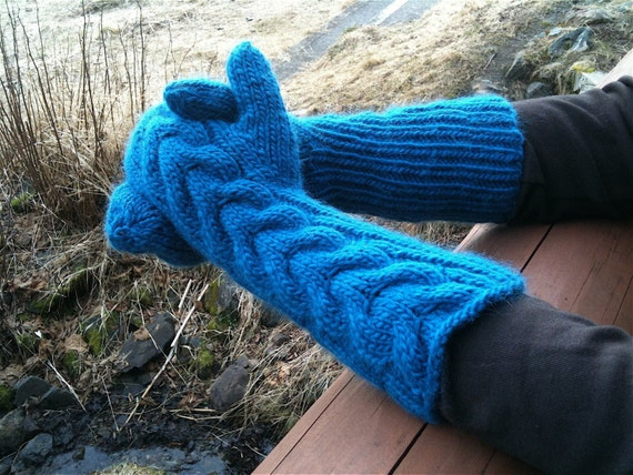 Bella Mittens in Blue Ming