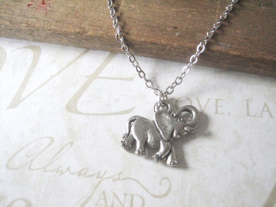 REMEMBER lucky elephant charm necklace (silver)