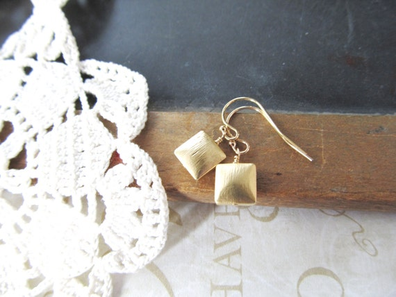 FOUR SQUARE brushed square earrings (gold)
