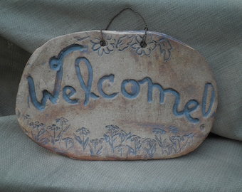 "Large ""Welcome"" sign with daisey decoration"