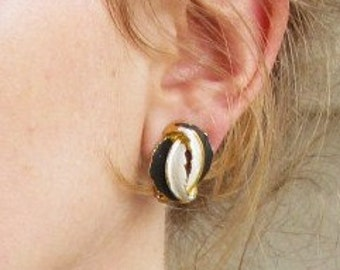 SALE-Vintage Jewelry-1950s Black and White Enamel Feather Clip On Earrings