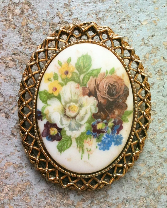 Vintage 1960s handpainted flower brooch/ necklace pendent