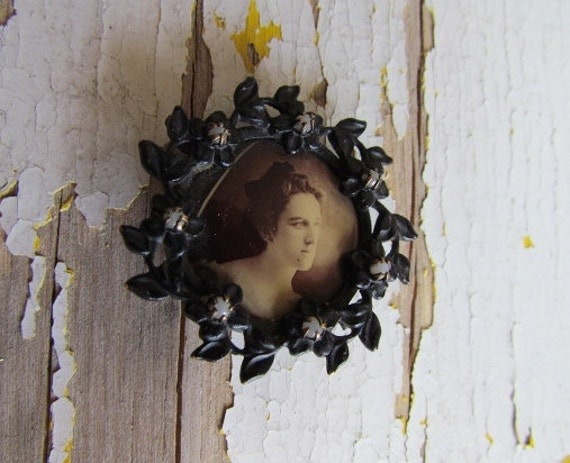 Antique Victorian Photo Brooch / Victorian Mourning Photo Brooch with Seed Pearls c.1890s