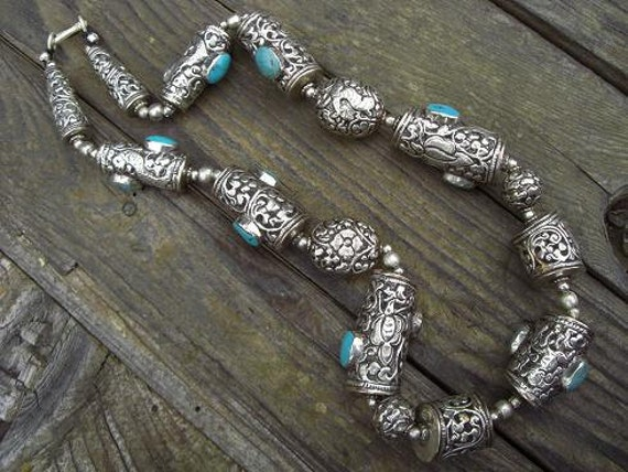 Beautiful large vintage turquoise and silver necklace from Nepal
