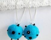 The blue lagoon color wool earrings - Ball shape & beads - Handmade work - BinneBear