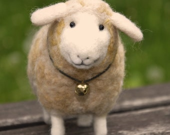 Sheep animal - Cute lamb - Needlefelted - OOAK - Eco friendly - Such a good idea for gift - BinneBear wool collection