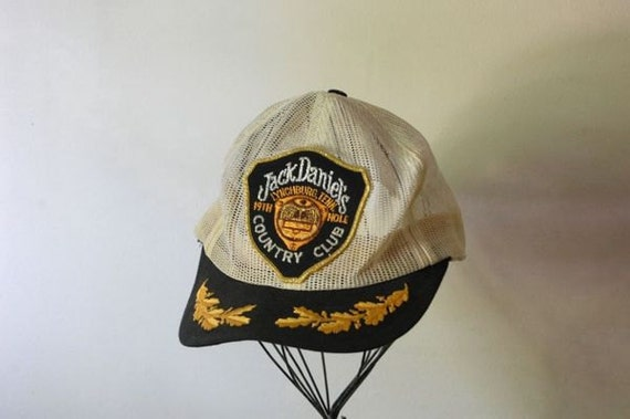 JACK DANIEL'S Country Club Lynchburg, Tenn. 19th Hole White and Navy Blue Mesh Trucker Hat Baseball Cap - Vintage
