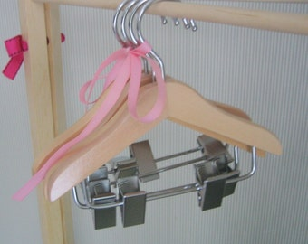 American Girl doll 18 inch Wood Doll Clothes Hangers.  Hangers with accessory clip for doll clothes.  Set of 4