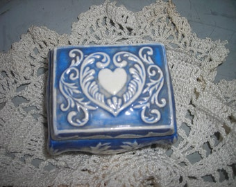 vintage ring box trinket box blue white heart blue and white ornate