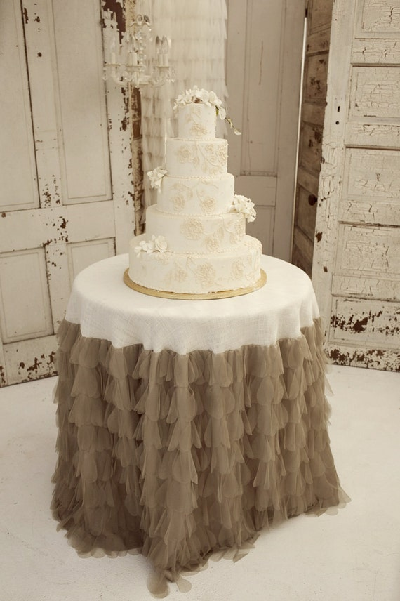 Sable Petals and Burlap Tablecloth - Vintage Weddings
