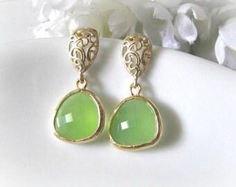 Matte Gold Paisley Drop With Peridot Opal Glass Earrings. Bridal Drop Earrings. Green Wedding. Maid Of Honour. Bridesmaid Earrings