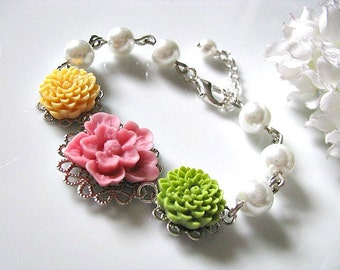 Vintage Flower Cabochon Bracelet With White Glass Pearls - Flower Girl Bracelet, Bridesmaid Bracelet, Little Girls Flower Bracelet