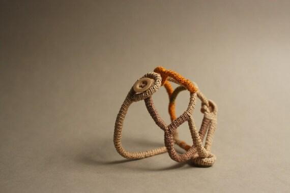 Crochet bracelet - dancing lines