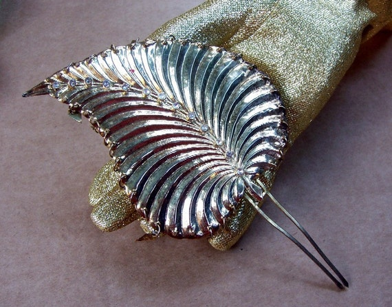 Vintage hair comb metal leaf shape hair accessory with dangles (e)
