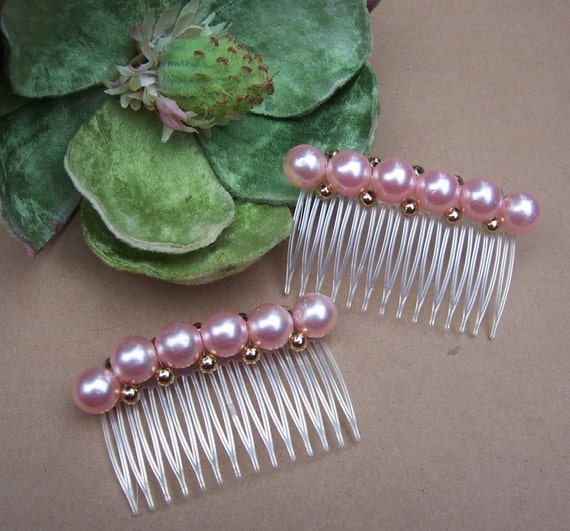 Vintage hair combs 2 retro pink faux pearl trimmed hair accessories (e)