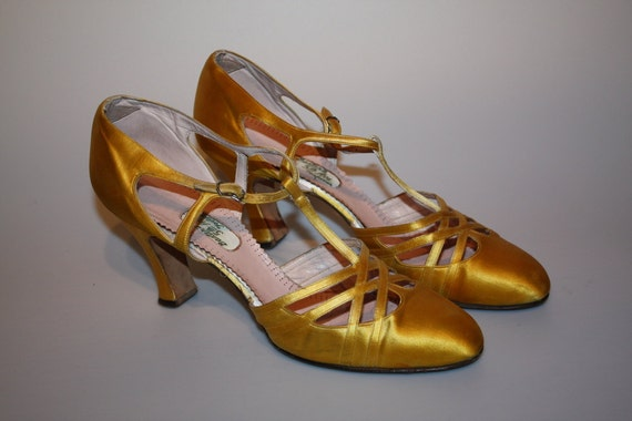 Let Yourself Go - Early to Mid 1930s Gold Silk T-Strap Dance Shoes 7.5/8