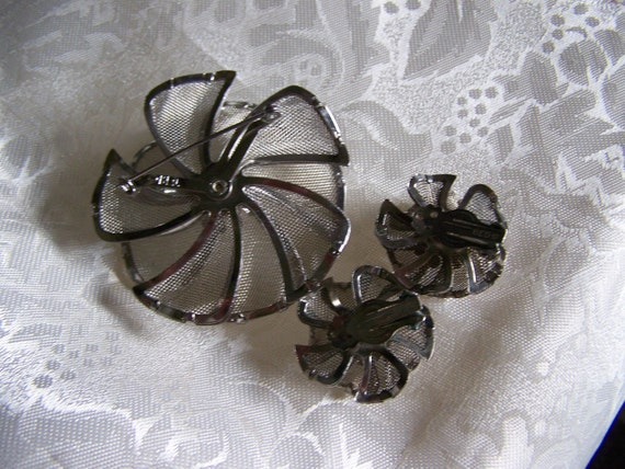 Sale Was 16.00 Brooch and clip earrings set Signed Mesh and pearl