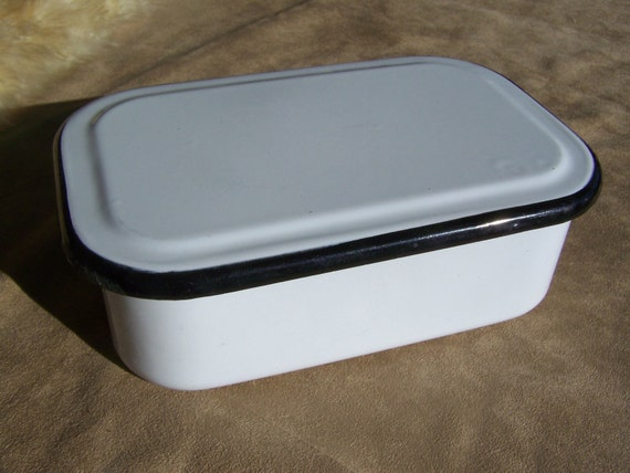 Enameled Refrigerator Container with Lid