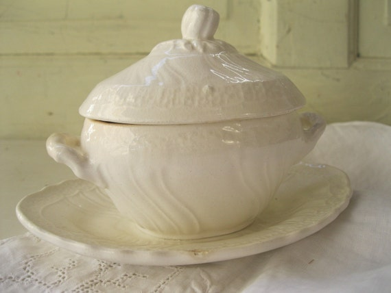 Vintage Soup Tureen// Doll-Size// Ivory// Ceramic from Tessiemay