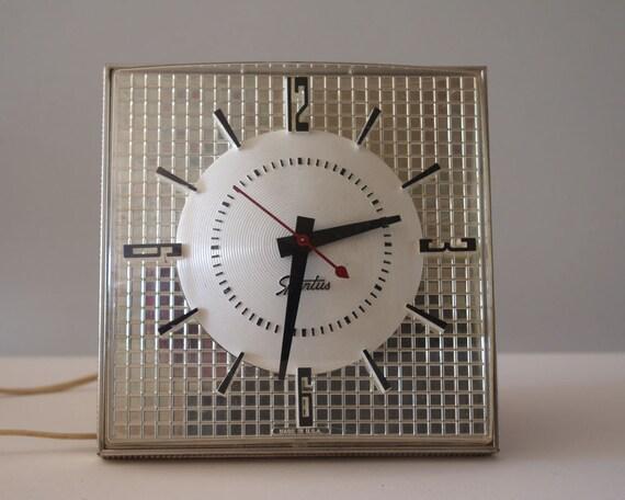 Vintage Atomic Clock, Spartus Electric 1960s Kitchen Clock