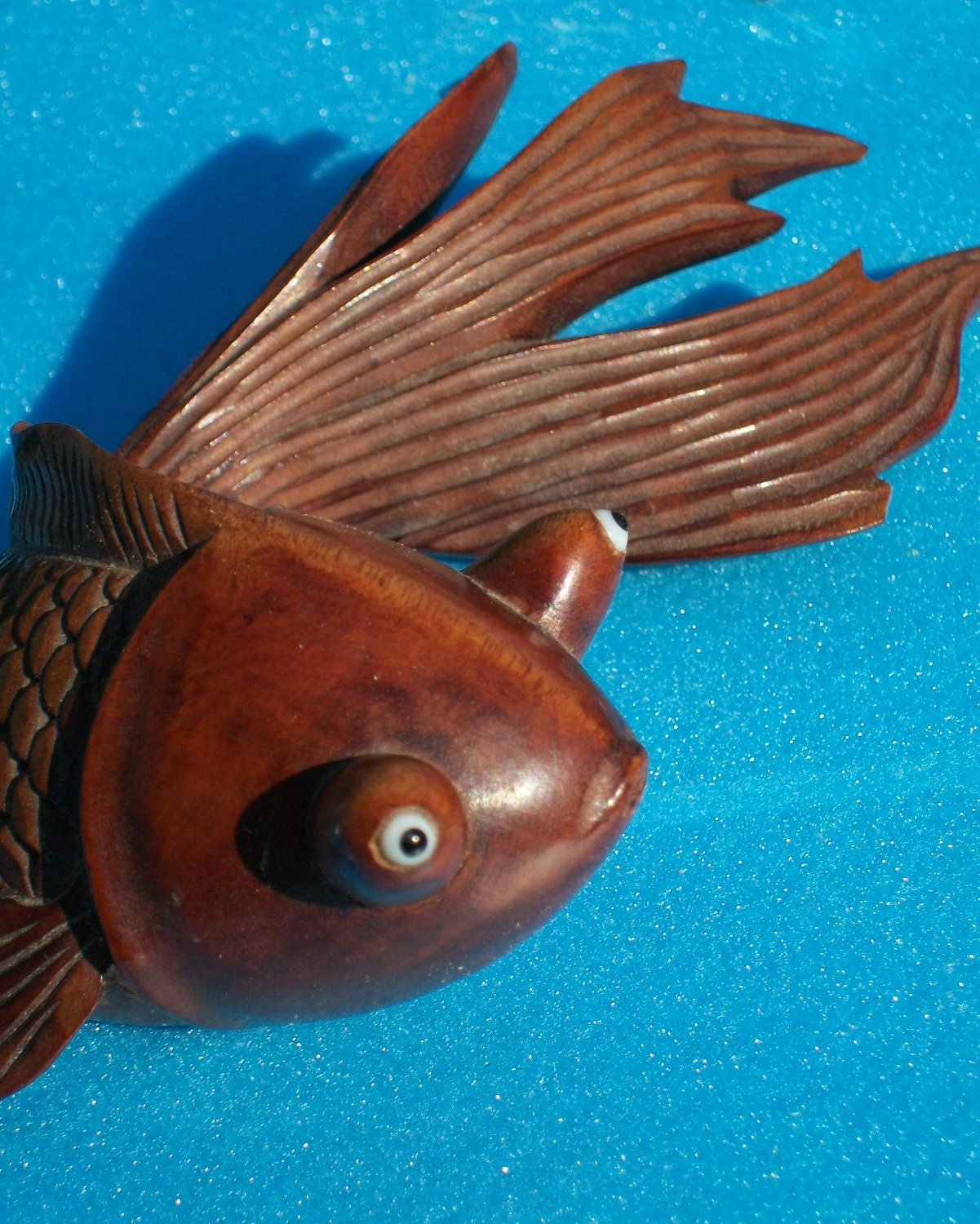 Antique japanese carved bubble eyed goldfish sculpture amazing for Fish wood carving