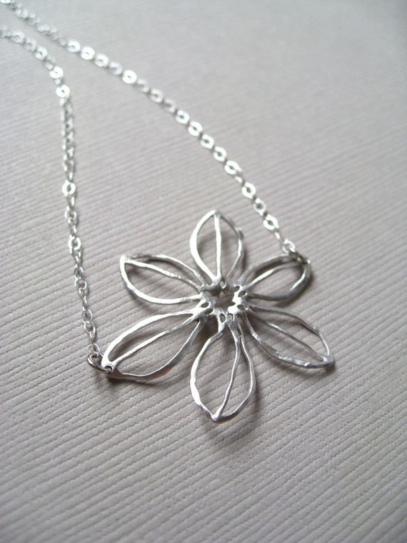 Modern Daisy Necklace (in Silver)