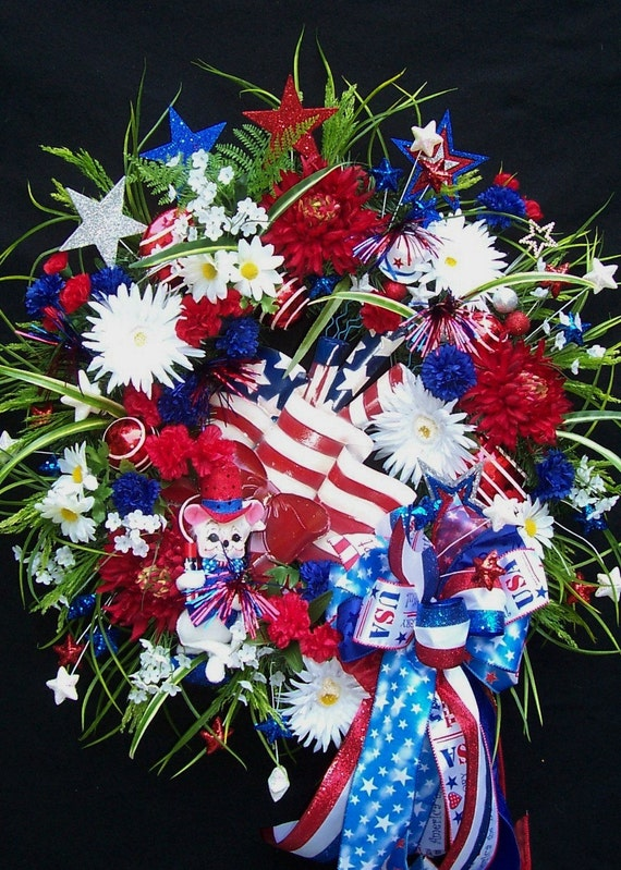 FIRECRACKERS  FLAG  And  ANNALEE Mouse  Patriotic Wreath