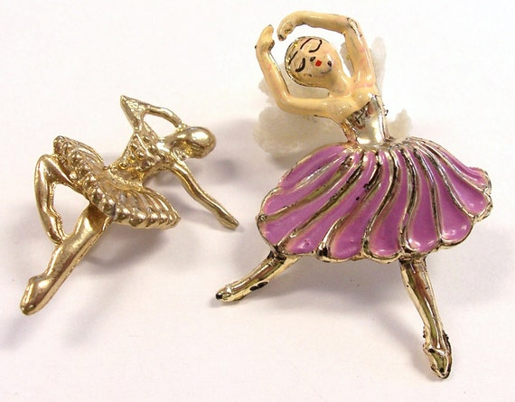 VINTAGE Ballerina Brooch Pin Two (2) Ballerinas GoLD Dancer Painted Ready to Wear FAsHION Jewelry Destash (M204)
