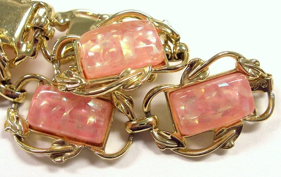 VINTAGE Coro Bracelet Pink Thermoset Confetti Bracelet CORO Pink Glitter Confetti Lucite Mothers Day Ready to Wear Jewelry Destash (Y54)