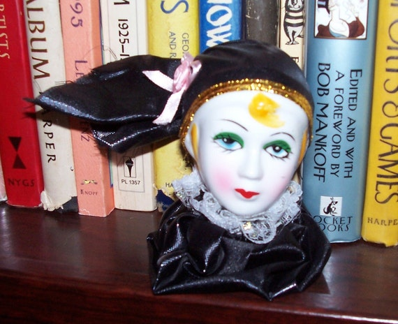 VINTAGE Porcelain Harlequin Clown Porcelain HEAD Shelf Sitter Black Fabric Gorgeous Face Shiny Finish (Y212)