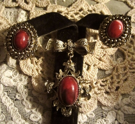 Vintage Gold Plate & Marbled Red Lucite Pin and Earrings Set