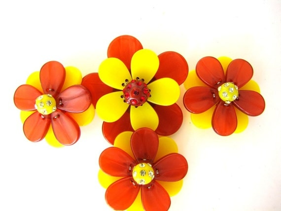 Vintage Flower Bead Set Yellow Orange from AllieEtCie