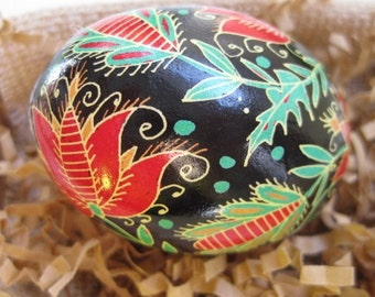 Red and Green  Flowers Ukrainaina Easter egg pysanka with Flower, batik chicken egg pysanky