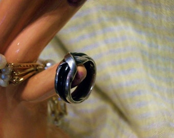 Vintage Sterling Silver Ring With Wide Black Center Band and Raised Silver X