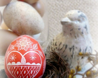 Easter - Heart Scratched Egg Unique Present Red - Lithuanian European Poland Ukraine Etched Carved - Decoration Pysanky - Stand or Ornament