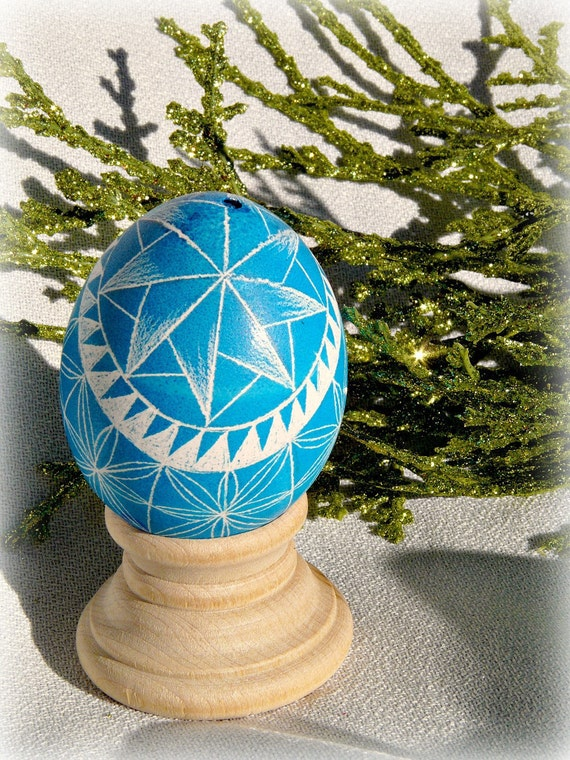 Seen on Martha Stewart - Blue on Brown Hand Etched Egg Geometric Scratched European Carved Egg Art - Stand or Ornament - Christmas